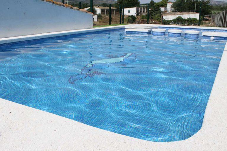 G-serafina-i-piscina-privada